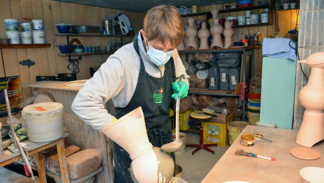 al-terre-poterie-artisanale-aveyron-émaillage-atelier